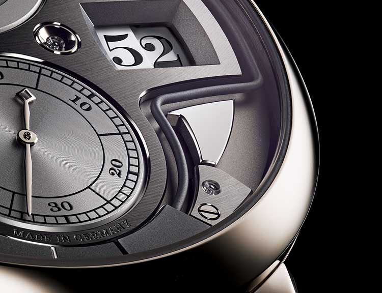 Close-up of the ZEITWERK MINUTE REPEATER with a focus on the minute