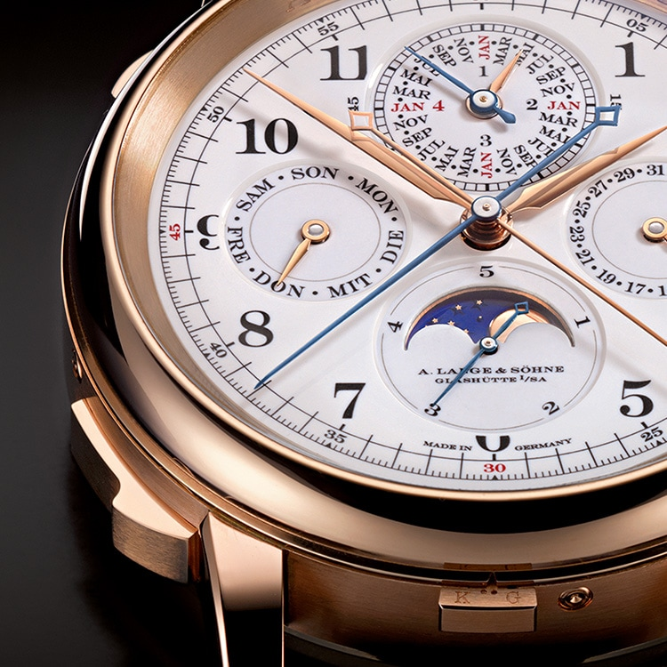 The GRAND COMPLICATION in pink gold has a diamater of 50 mm and a height of 20.3 mm.