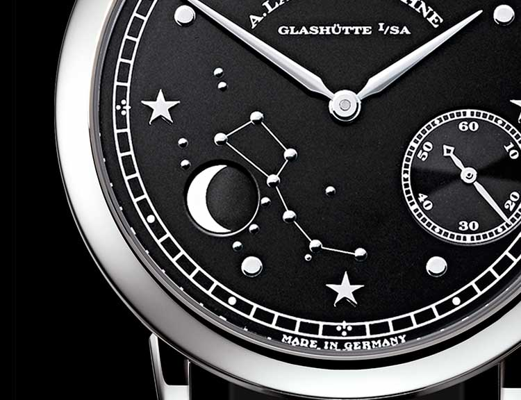 Close-up of the 1815 MOON PHASE in platinum+M527
