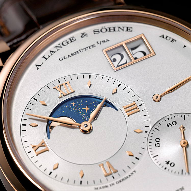 The GRAND LANGE 1 MOON PHASE in pink gold gives the earth's companion a very special place on the main dial in silver: