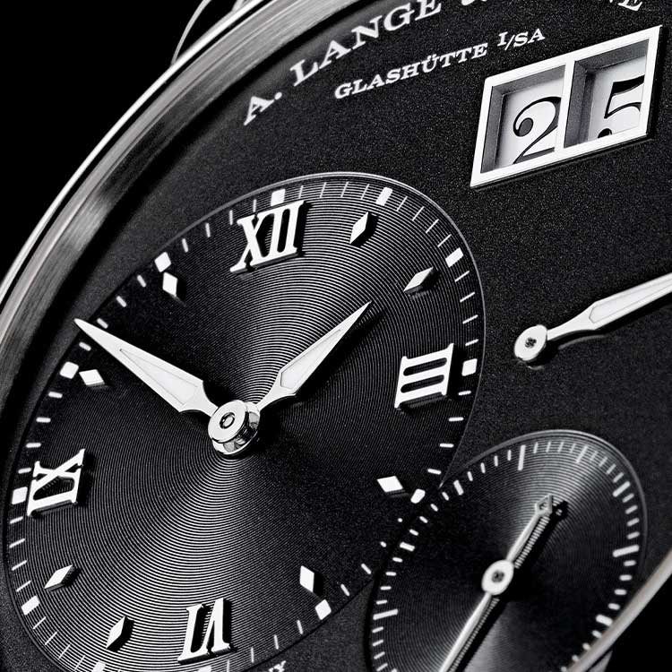 The GRAND LANGE 1 owes its elegant appearance to the harmonious design of the dial.