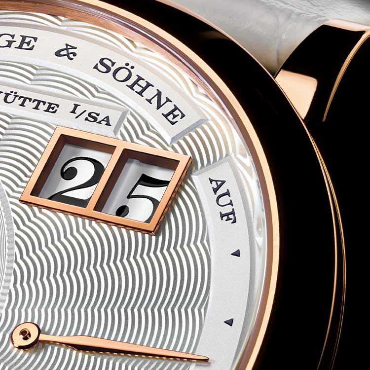 The LITTLE LANGE 1 MOON PHASE with guilloched, argenté-coloured dial in a pink gold casing measuring 36.8 mm.