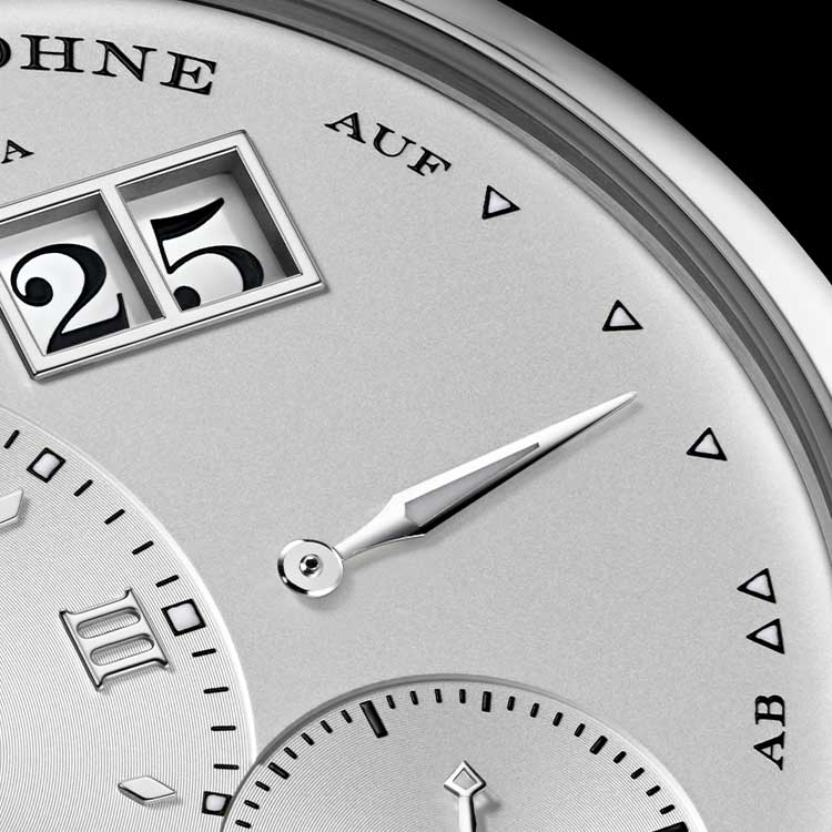 The design of the LANGE 1 adheres to a clear principle: The central points of the small seconds dial, main dial and outsize date form an equilateral triangle.
