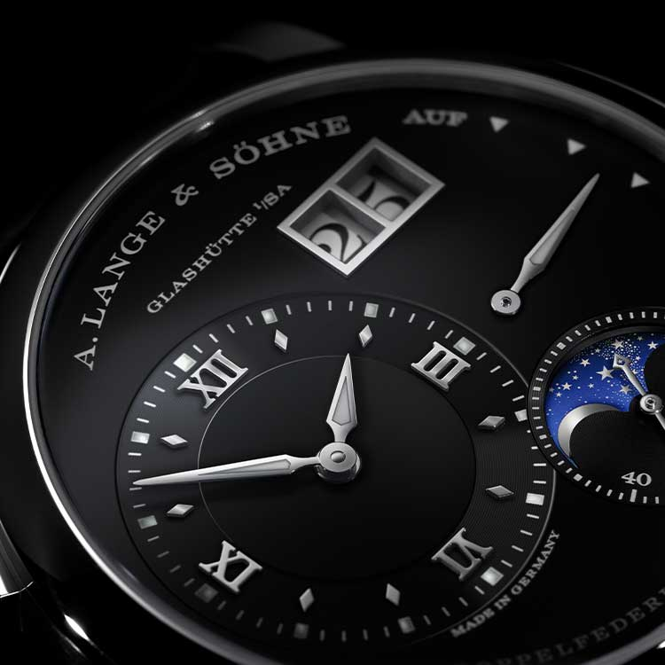 The LANGE 1 MOON PHASE with its newly developed movement first appeared in 2002 .
