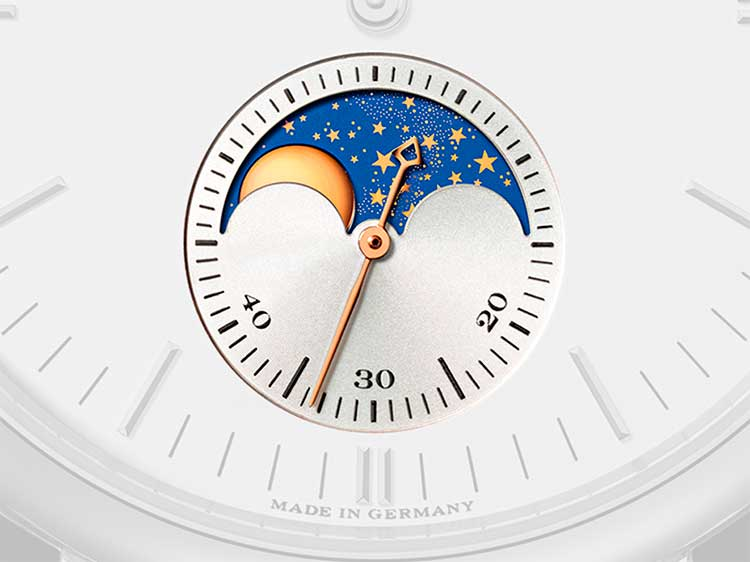 Moon-phase display on a SAXONIA dial