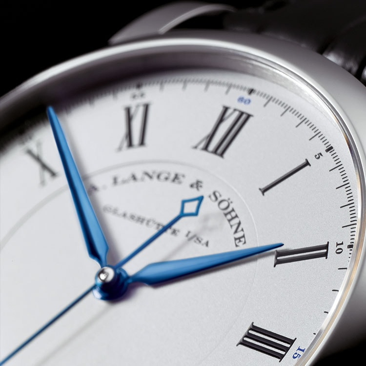 The RICHARD LANGE in white gold has an argenté-coloured dial and blued steel hands.