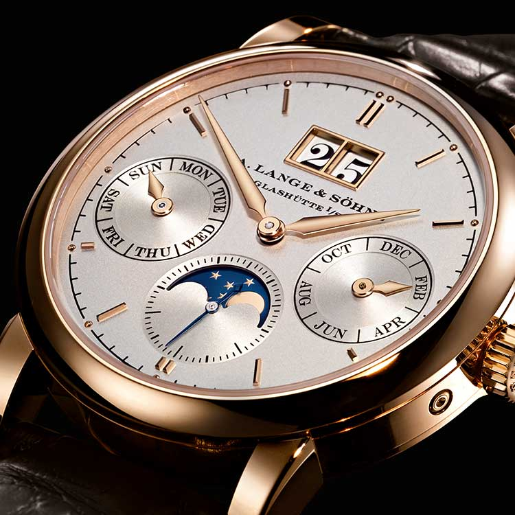 The SAXONIA ANNUAL CALENDAR makes a number of different calendar functions clear and easy to read: the outsize date, month, day of the week and moon phases.