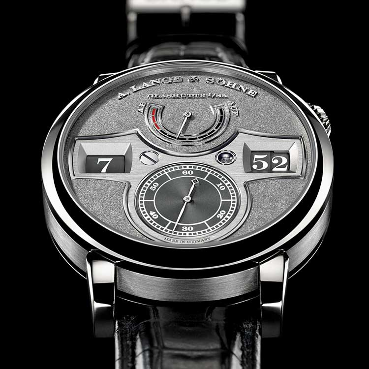 Available in a limited edition of 30 timepieces, the ZEITWERK HANDWERKSKUNST has a dial made of black-rhodiumed white gold decorated with an elaborate tremblage engraving technique.
