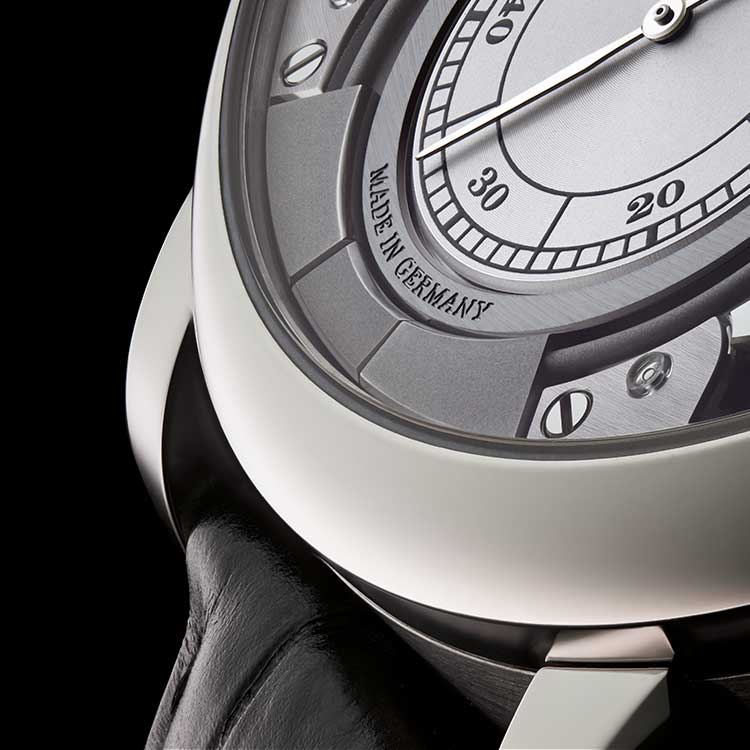 The acoustic signal in the ZEITWERK MINUTE REPEATER corresponds to the visible numerals.