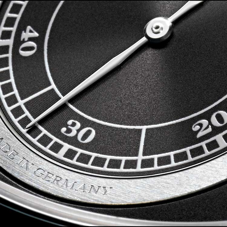Functions of the ZEITWERK in white gold: subsidiary seconds with stop seconds, jumping numerals display for hours and minutes, UP/DOWN power-reserve indicator, 36 hours power reserve.