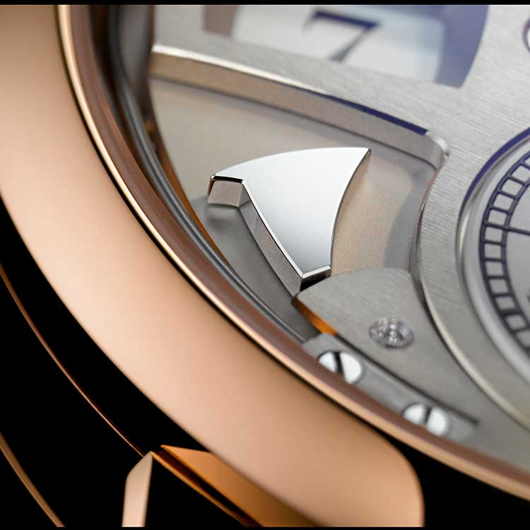 At the top of the hour, the pink gold ZEITWERK STRIKING TIME sounds a powerful low tone. Every quarter-hour, it produces a clear, high-pitched tone.
