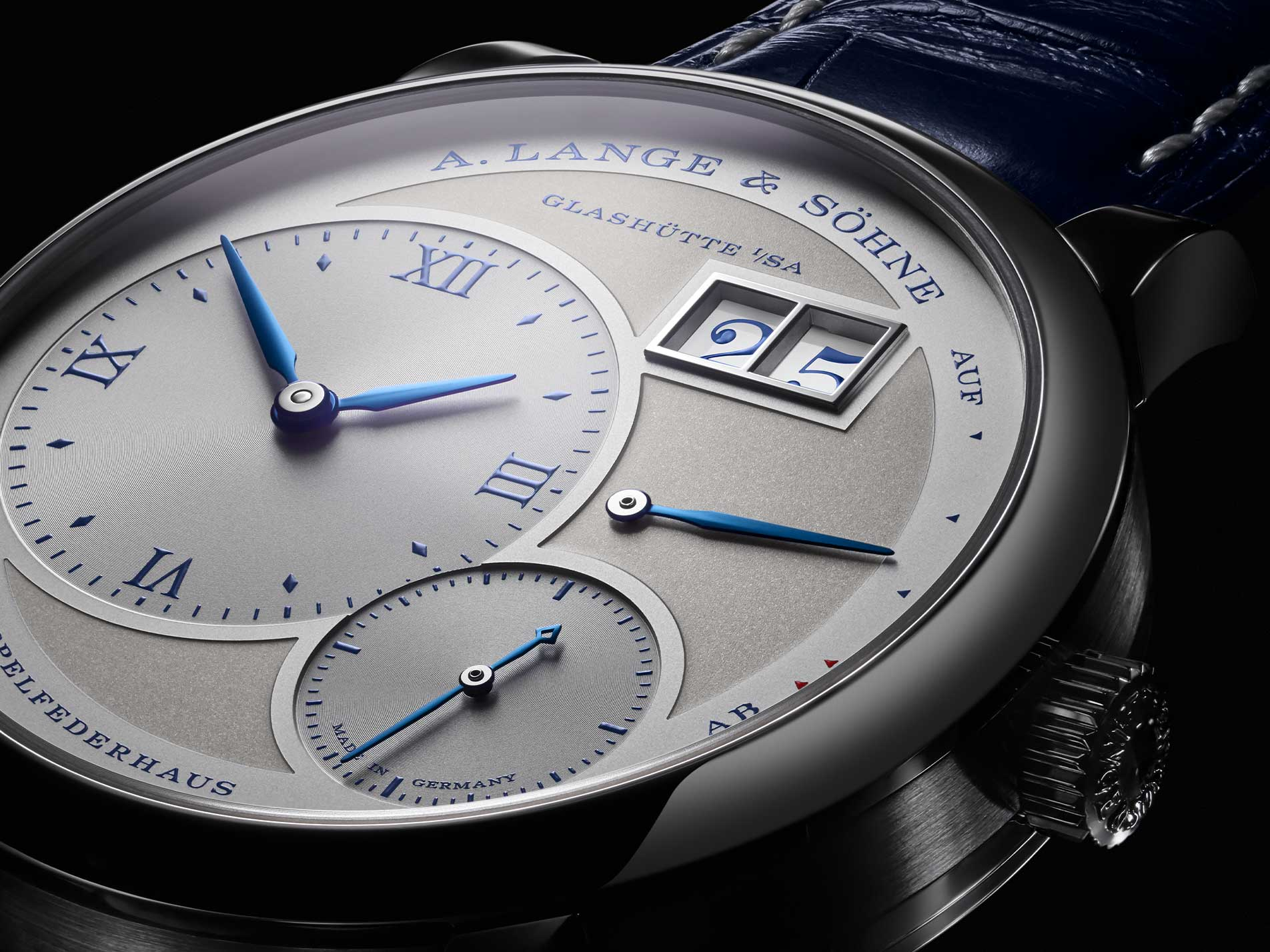 https://www.alange-soehne.com/sites/default/files/2019-01/alangeundsoehne-lange1-25thanniversary-whitegold-191066-1815384-1904x1428-lg.jpg