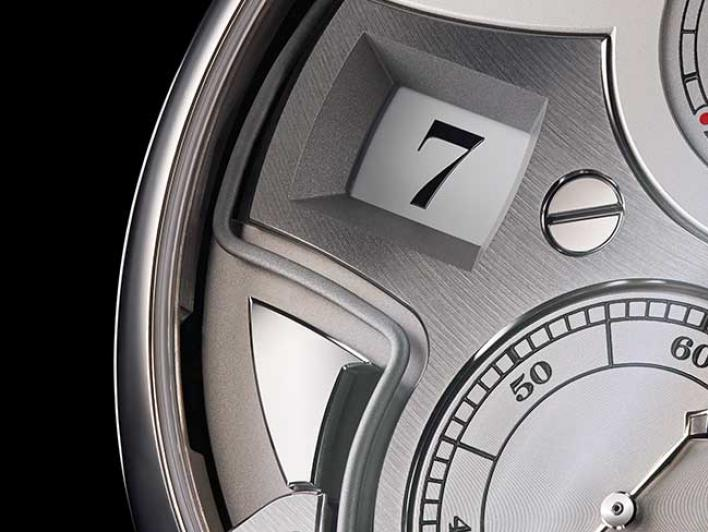 Close-up of the ZEITWERK MINUTE REPEATER from the front